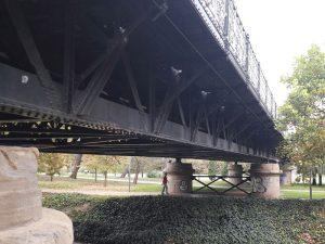 Parte inferior de Puente de Hierro