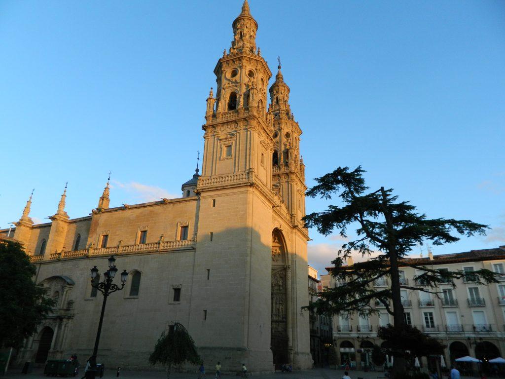 Concatedral La Redonda desde la Plaza del Mercado